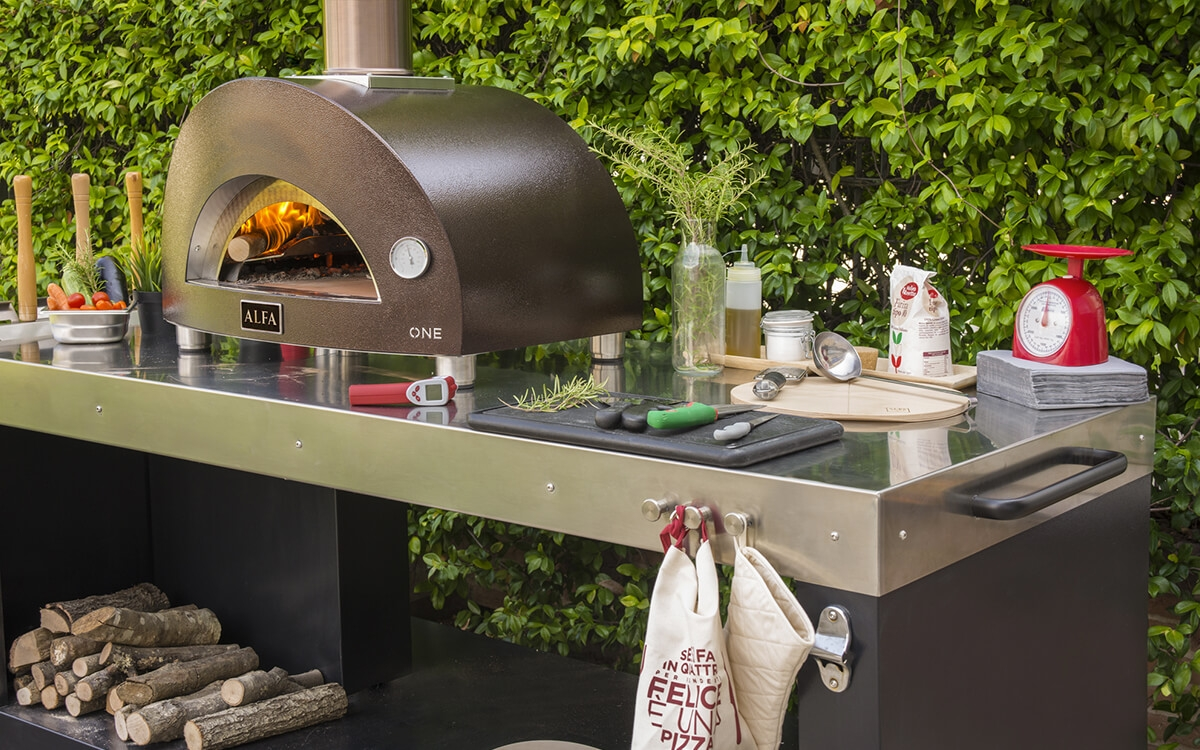 one-wood-fired-oven-with-multifunctional-base-1200x750 (1)